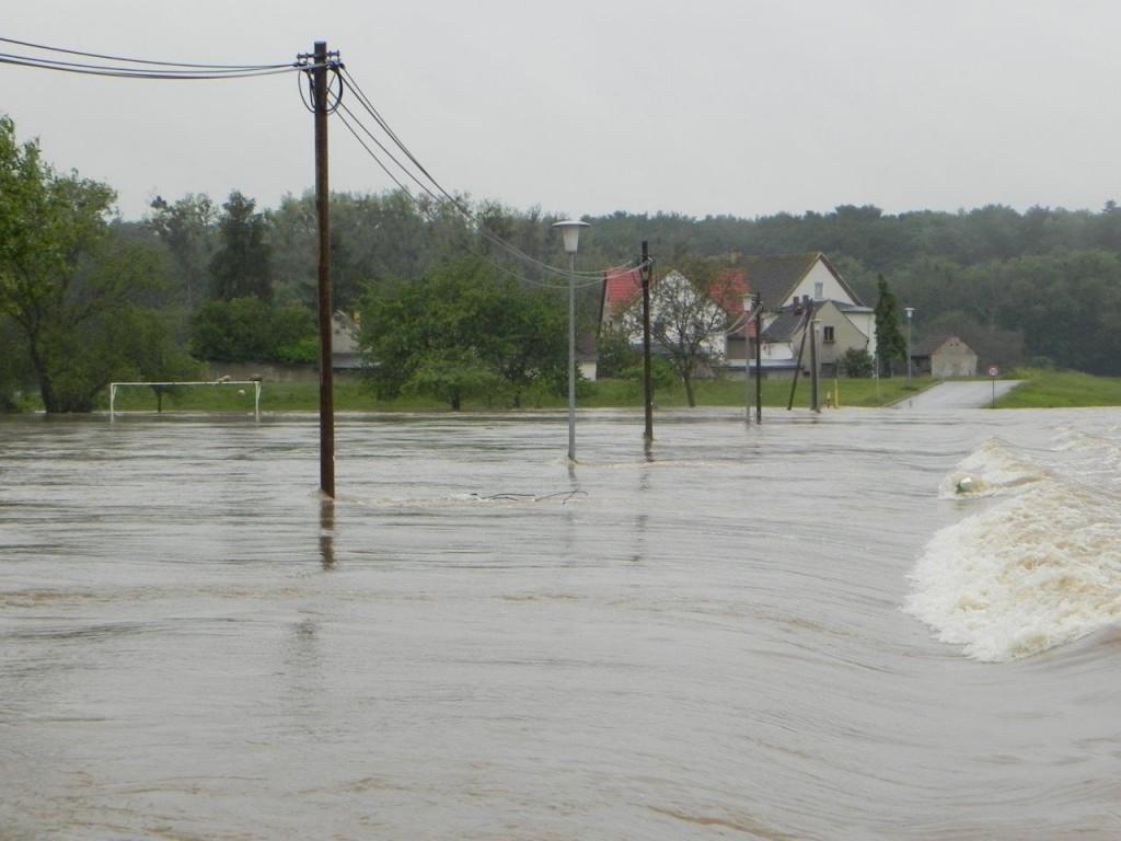 Verbindungsstraße Gruna zum Fährhaus an der Mulde – Hochwasser 2013