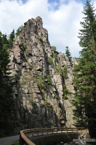Nonnenfelsen und Katzensteinnadel im Tal der schwarzen Pockau